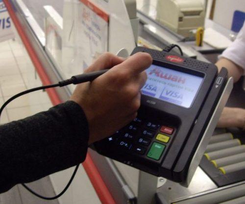 Изображение - Как оплачивать картой в магазине покупки terminal-s-podpisyu-na-e%60krane-e1502967219687