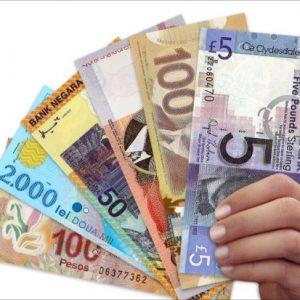 Пластиковые деньги: не мнутся, не рвутся, легко отмыть