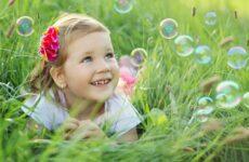 Как открыть вклад на ребенка: какие нужны документы, есть ли ограничения