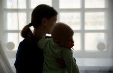 Новое пособие для родителей-одиночек предложили ввести в России